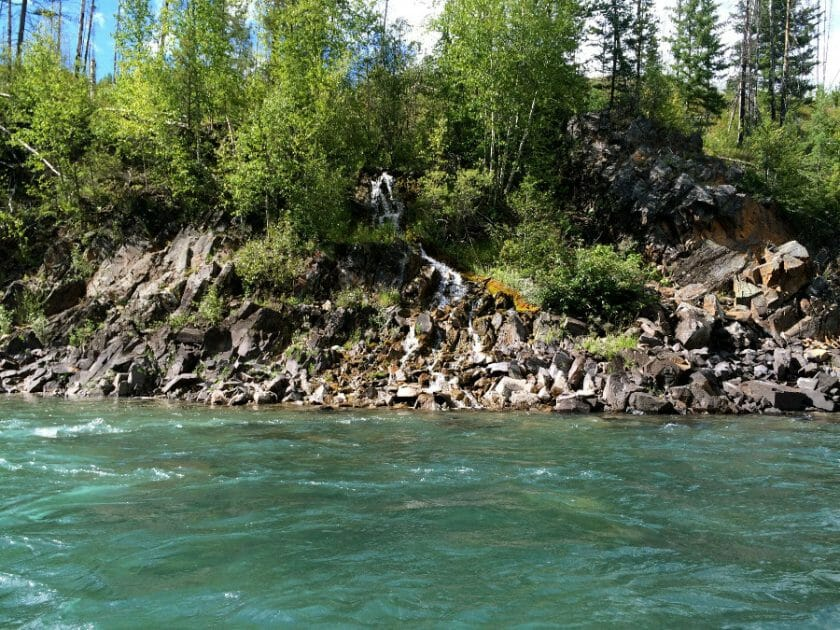 Seeing beautiful scenery when rafting with kids