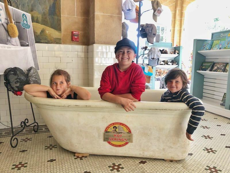 Hot spring tub